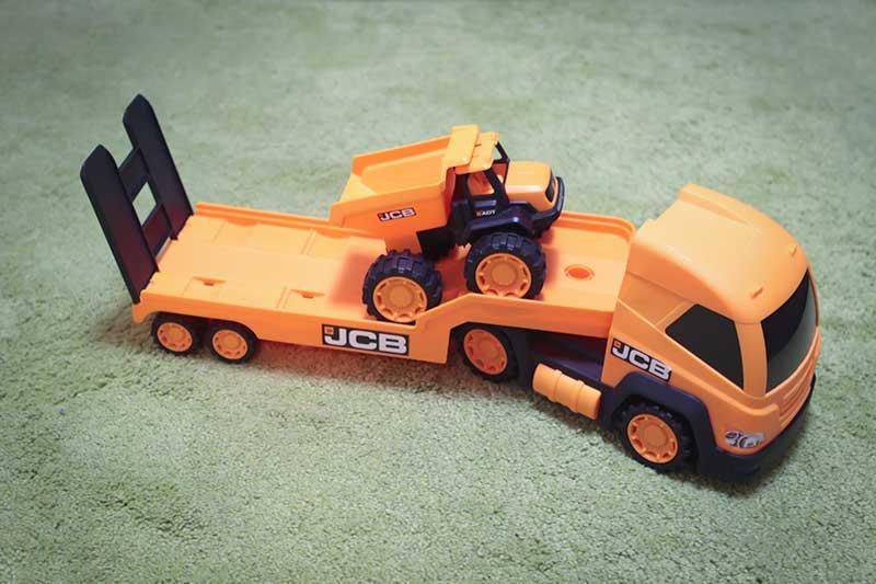 giocattolo camion articolato - Divertimento per Bambini a Padova con le Lezioni di Inglese