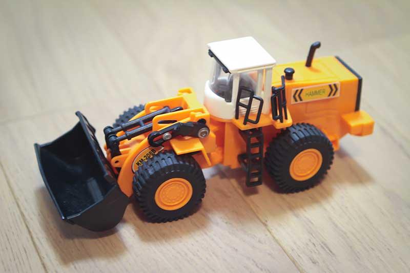 giocattolo ruspa cantiere arancione - Divertimento per Bambini a Padova con le Lezioni di Inglese