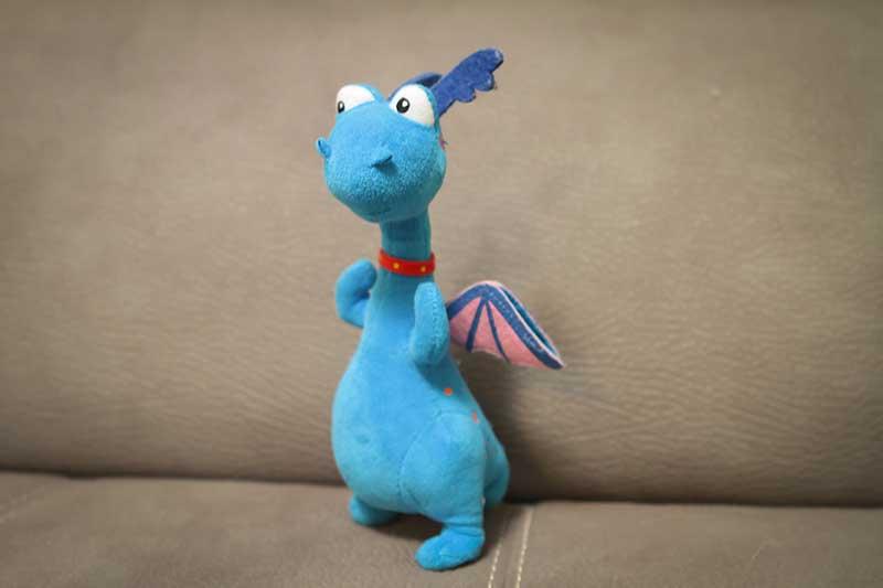 pupazzo dinosauro blu - Divertimento per Bambini a Padova con le Lezioni di Inglese